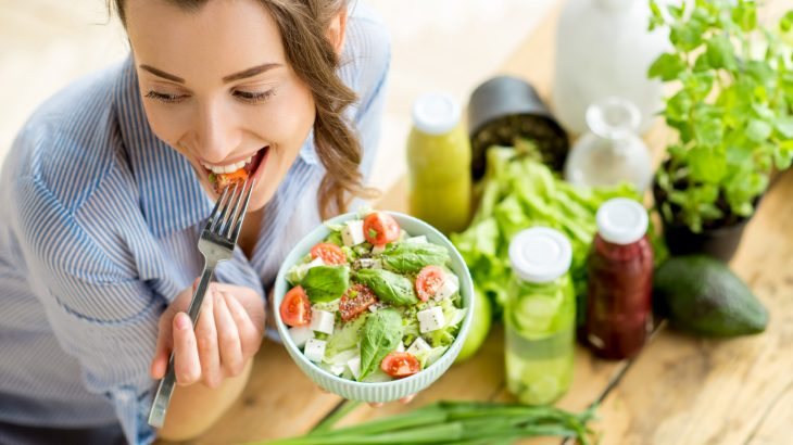 Researchers are describing how strategies such as eating earlier in the day can help people lose weight by curbing their appetite.