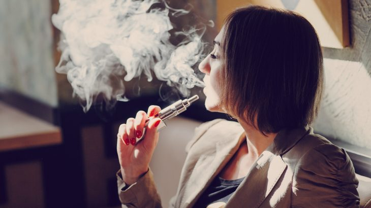 A comprehensive new study has shown that  e-cigarette smokers are 77 percent more likely to quit than non-vapers.