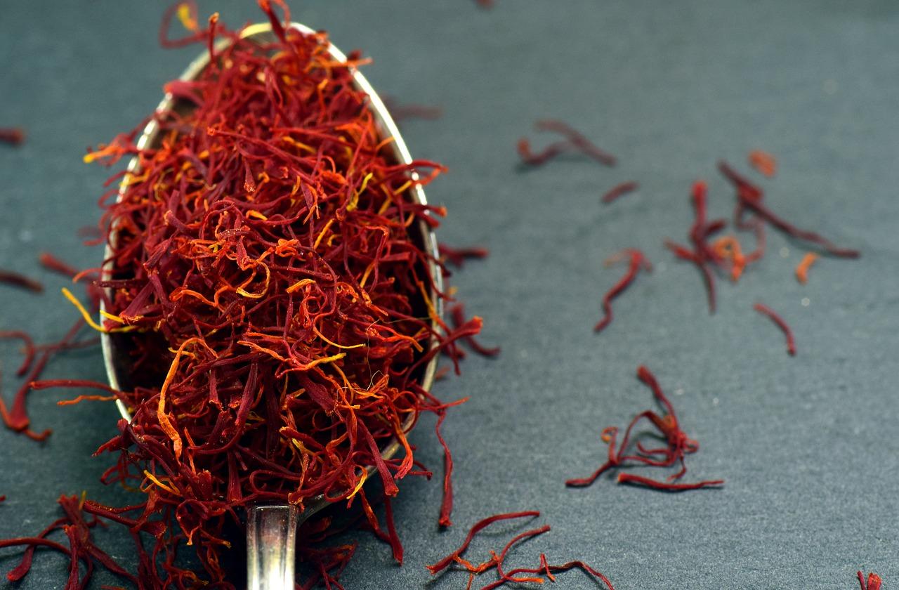 edible flowers, saffron, spice