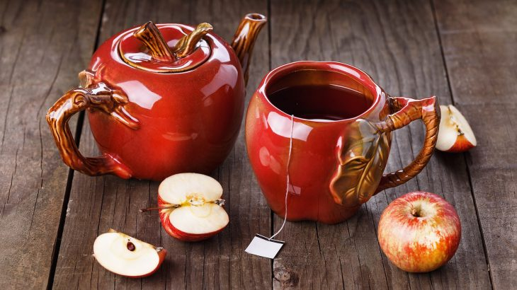 Flavonoid-rich foods like apples and tea decreased the risk of death from heart disease or cancer for many of the participants in the study.
