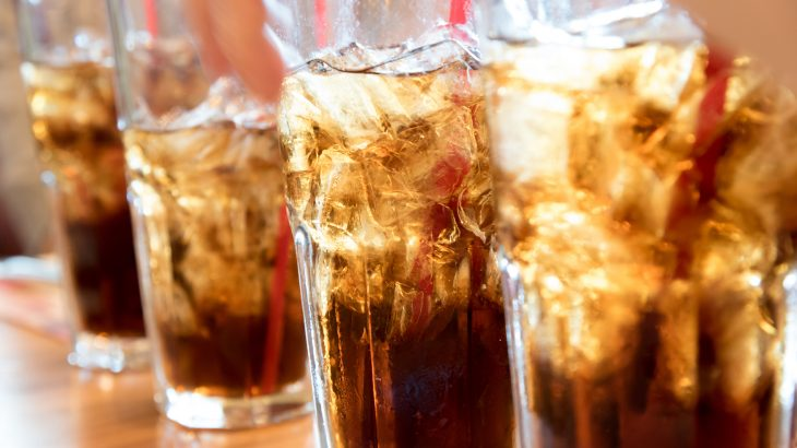 Researchers have found that the consumption of sugar-sweetened and artificially sweetened soft drinks is linked to a higher incidence of all-cause mortality.