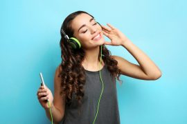 A new study has found that the different cognitive processes involved in listening to a song and remembering a familiar tune overlap in the brain.