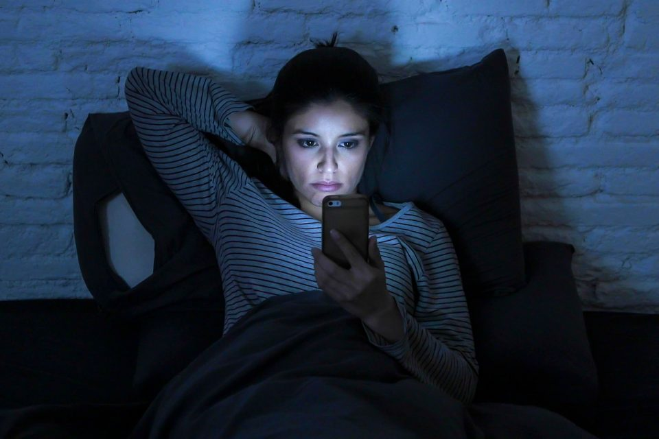 A researcher from Oxford University claims that it's not blue light exposure that's the problem, but rather how long into the night we use our devices.