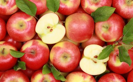 Food and beverages that are high in flavanols such as apples, berries, and tea can help lower blood pressure, according to a study from the University of Reading.