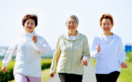 In a new study published by the American Heart Association, experts report that older women between the ages of 50 and 79 must limit their sedentary time to reduce the risk of heart failure.