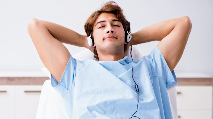 In a new report published by The BMJ, experts have found evidence that listening to music significantly reduces anxiety and pain after major heart surgery.