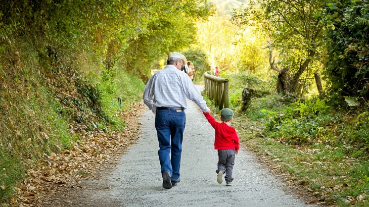 Adults are more compassionate and generous when children are around, according to a study from a team of psychologists at the University of Bath.