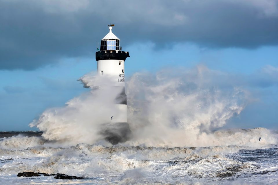In a new study from IRD, researchers have found that coastal overtopping and subsequent flooding will become much more frequent in the coming decades